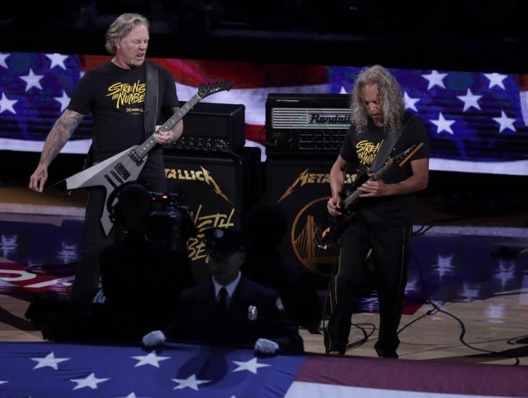 Ο Τζέιμς Χέτφιλντ των Metallica δώρισε αυτοκίνητα σε έκθεση