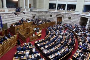 Βουλή: Κατατέθηκε το διυπουργικό νομοσχέδιο – Τι προβλέπει για άσυλο, συντάξεις και καρκινοπαθείς