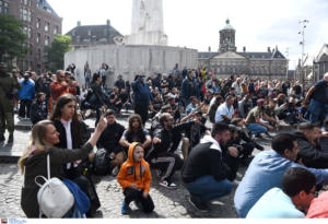 """Άγιαξ – ΠΑΟΚ: """"Χαμός"""" στο Άμστερνταμ από τους Έλληνες οπαδούς! [pics – video]"""
