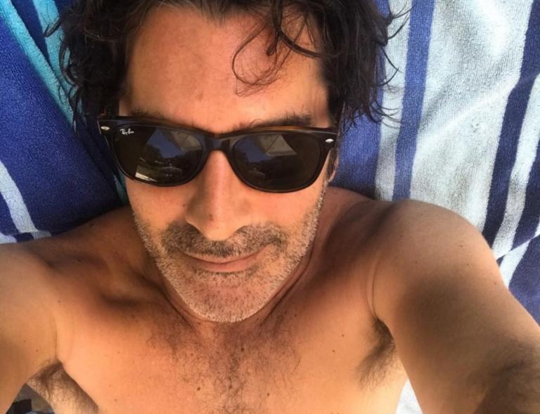 Χριστόφορος Παπακαλιάτης: Ξέγνοιαστες διακοπές στους Παξούς για τον ηθοποιό!