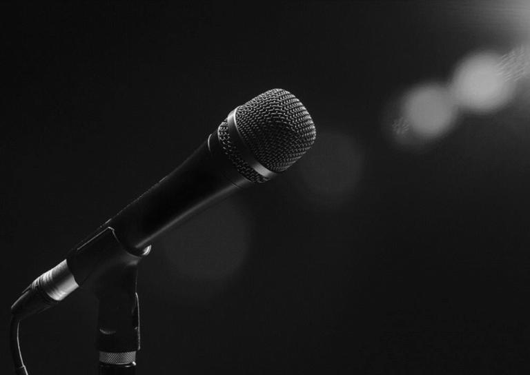 Έπεσε θύμα χάκερ γνωστός Έλληνας τραγουδιστής – Τον χρέωσαν με 1.500 ευρώ