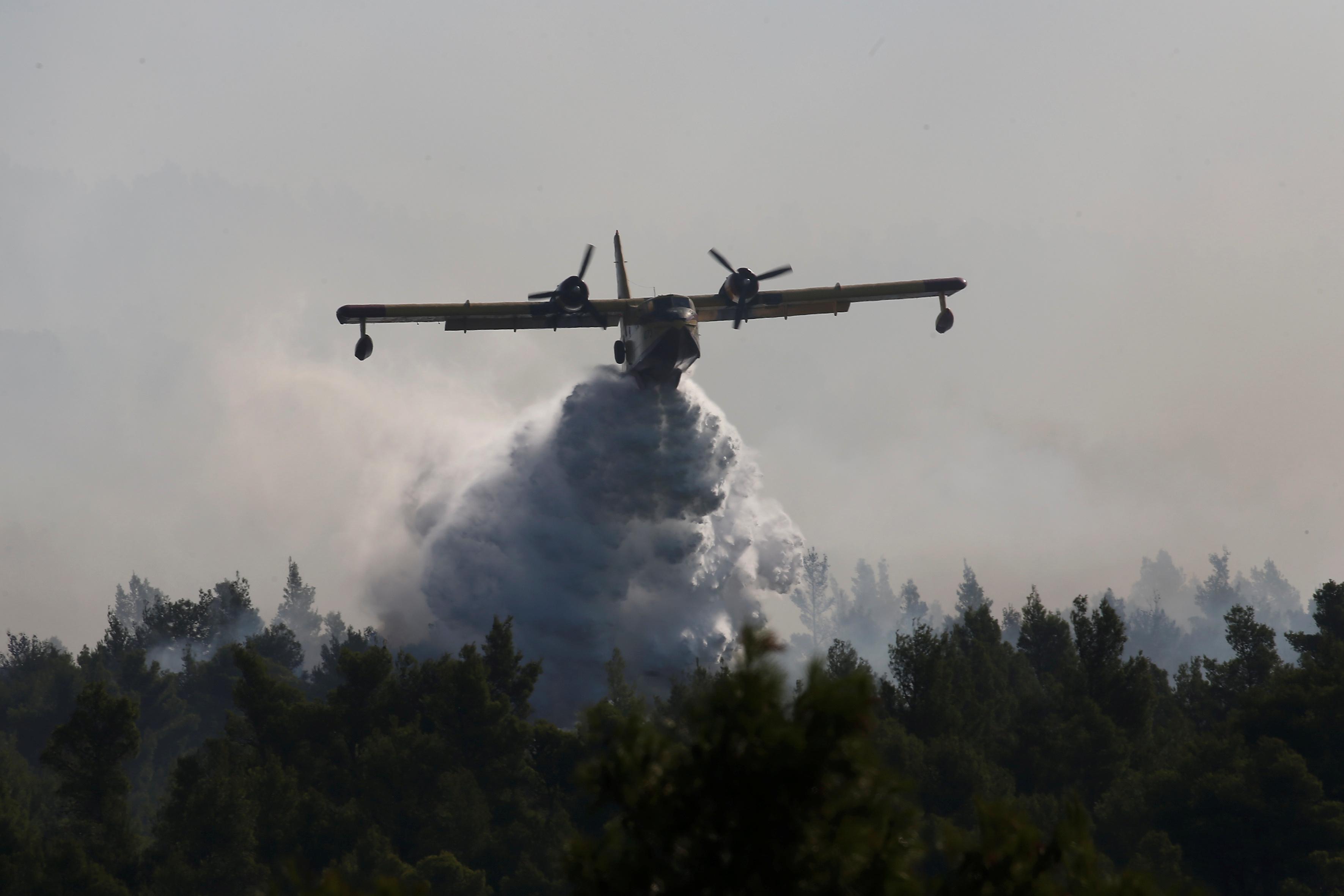 Ο αέρας κρίνει τα πάντα στην Εύβοια – Μάχη χωρίς τέλος σε δυο μέτωπα και συνεχείς αναζωπυρώσεις – Πως σώθηκαν τέσσερα χωριά από την πύρινη λαίλαπα