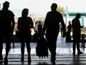 Συναγερμός στο Ηράκλειο για καπνό σε ρόδες αεροσκάφους!