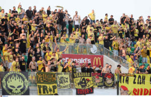 Europa League – Άρης: «Τρέλα» σε κερκίδα και αποδυτήρια για την πρόκριση! – videos