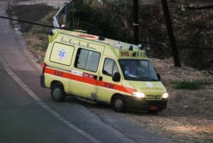 Σοβαρό τροχαίο στον Ωρωπό – Αυτοκίνητο καρφώθηκε σε δέντρο