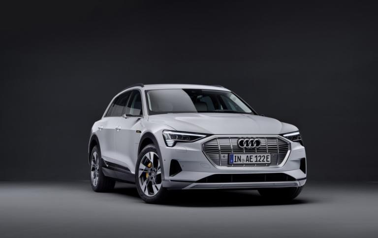 Η Audi αποκαλύπτει το «φθηνό» e-tron 50 Quattro