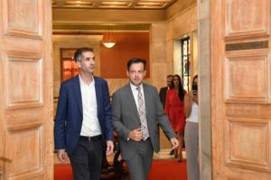 Μπακογιάννης: Τώρα είναι ώρα για δουλειά! Τι ειπώθηκε μετά την παράδοση – παραλαβή στον δήμο Αθηναίων