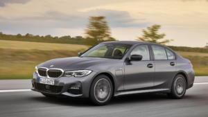 Δοκιμάζουμε τη νέα BMW 330e που μπαίνει στην πρίζα και καίει όσο ένα σκούτερ! [pics]