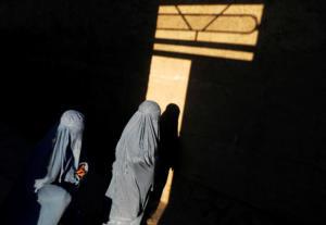 Ολλανδία: Τέλος μπούρκα και νικάμπ σε σχολεία, νοσοκομεία, δημόσια κτίρια και ΜΜΜ