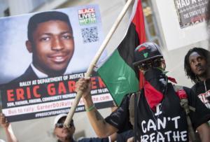 ΗΠΑ: Απολύθηκε ο αστυνομικός που προκάλεσε τον θάνατο ενός αφροαμερικανού από ασφυξία