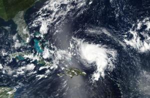Τρόμο προκαλεί ο κυκλώνας Ντόριαν!