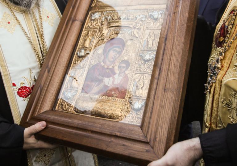 Λέσβος: Χιλιάδες πεζοπορούν για να προσκυνήσουν την αρχαία εικόνα της Παναγιάς Σιών