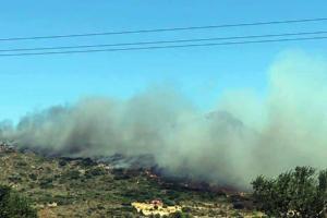 Ελαφόνησος: Σε ύφεση η φωτιά – Οριοθετήθηκε σε δύσβατη περιοχή