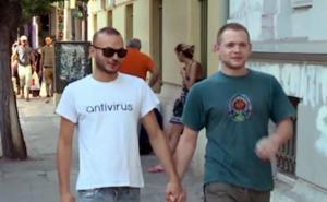 Καταγγέλλουν ομοφοβική επίθεση από αστυνομικούς στο κέντρο της Αθήνας!