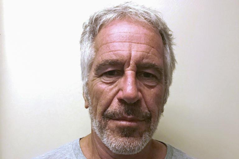 Τζέφρι Έπσταϊν: Για παραποίηση στοιχείων κατηγορούνται οι δυο φρουροί του στη φυλακή