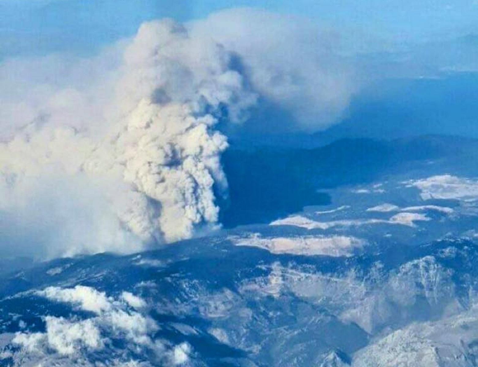 Φωτιά Εύβοια: Η συγκλονιστική φωτογραφία από τα 18.000 πόδια!