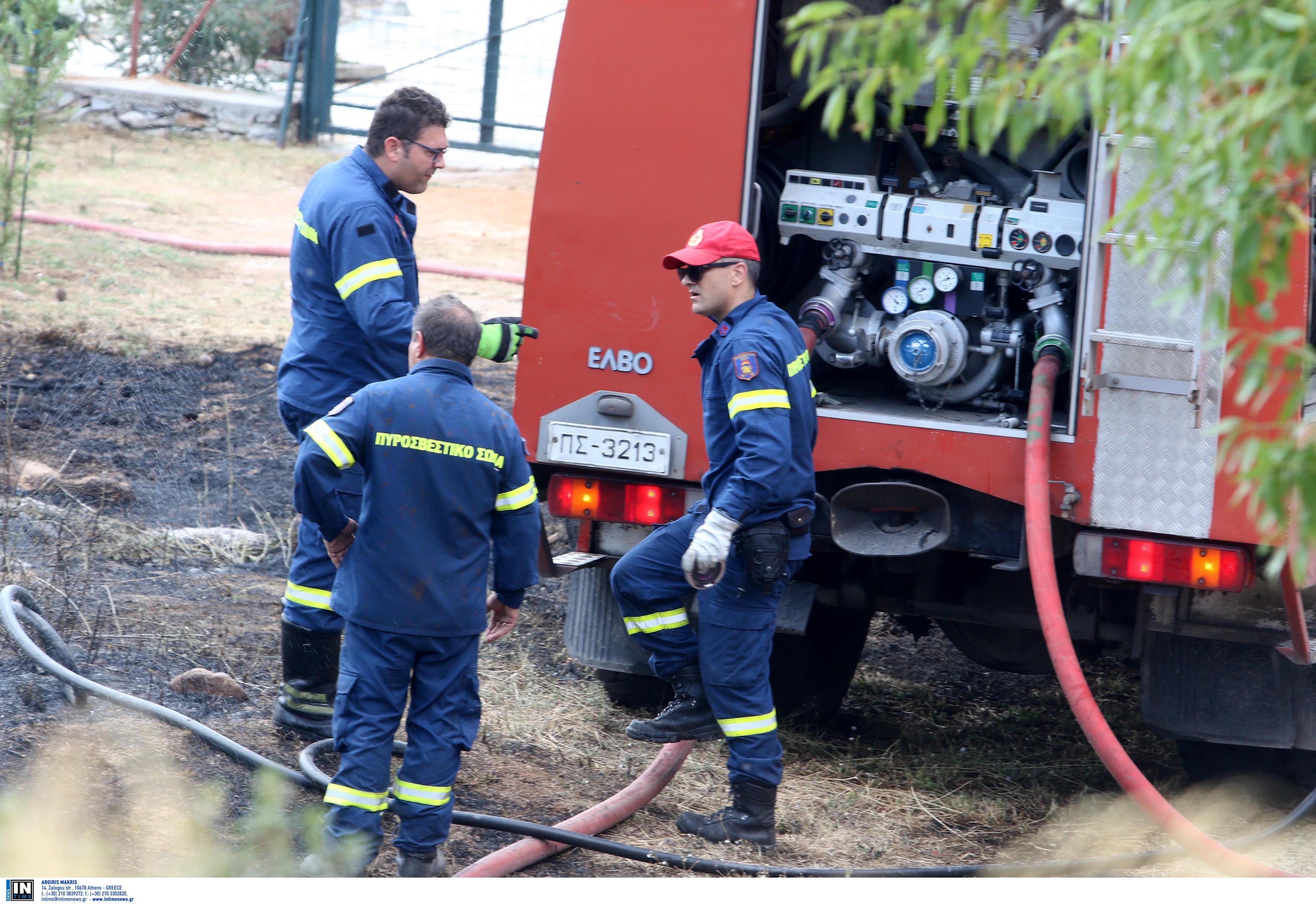 Ηράκλειο: Aπεγκλωβισμός γυναίκας από φλεγόμενο σπίτι – Η μεγάλη φωτιά κατέστρεψε τα πάντα