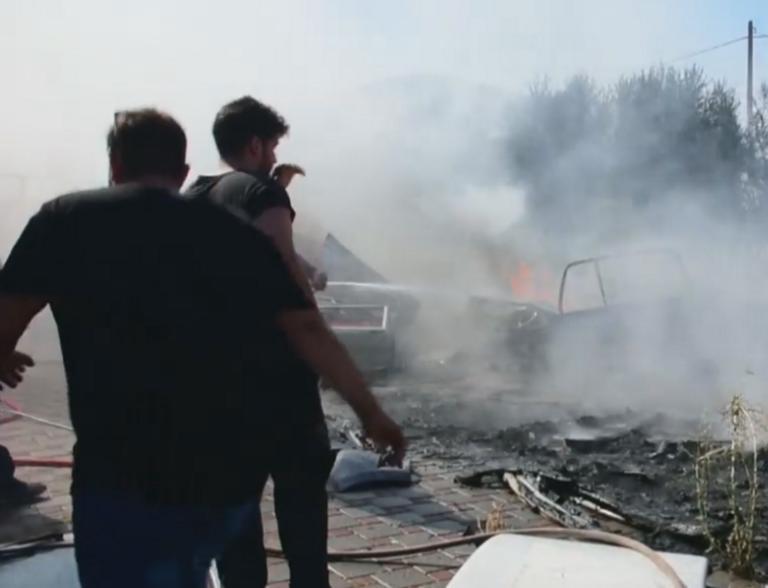 Ναύπλιο: Φωτιά σε συνεργείο αυτοκινήτων – Οι προσπάθειες στην κάμερα για να μην επεκταθεί – video
