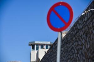 «Έχασαν» δύο κρατούμενους στις αγροτικές φυλακές Κασσάνδρας