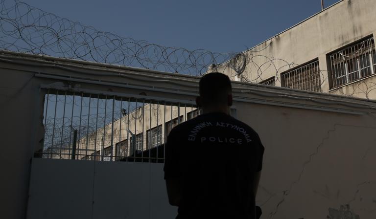«Σουρωτήρι» οι φυλακές Κορυδαλλού! Μαχαίρια, ναρκωτικά μέχρι και… λαπ τοπ βρέθηκαν σε κελιά