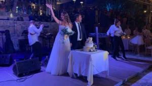 Κρήτη: Ο γάμος που ονειρεύονταν εντυπωσίασε τους πάντες – Έλαμπαν γαμπρός και νύφη!