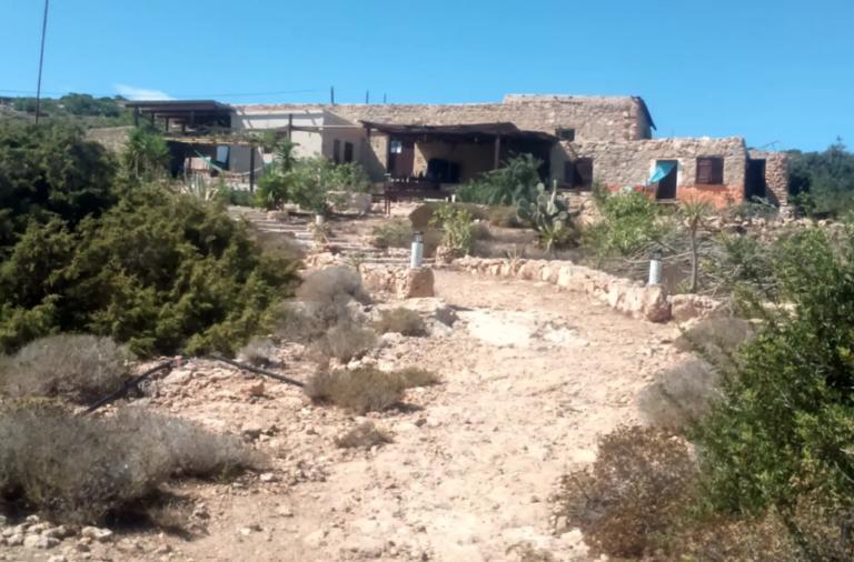 """Στην Airbnb το """"σπίτι"""" του Άρη Βελουχιώτη στη Γαύδο!"""