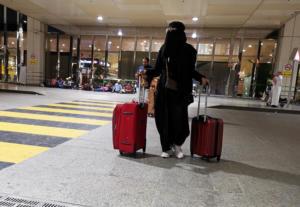 Οι γυναίκες μπορούν πλέον να βγαίνουν από τη Σαουδική Αραβία χωρίς την άδεια του άνδρα κηδεμόνα τους