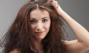 Φριζάρουν τα μαλλιά σας το καλοκαίρι; Δείτε τι να κάνετε…