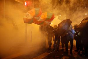 Facebook και twitter έκλεισαν λογαριασμούς που δυσφήμιζαν τους διαδηλωτές στο Χονγκ Κονγκ