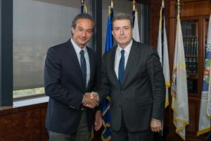 Αστυνόμευση και παρεμπόριο στη συνάντηση Χρυσοχοΐδη – Προέδρου Εμπορικού Συλλόγου