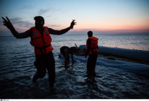 """Χίος: Έπιασαν τον """"εγκέφαλο"""" κυκλώματος που φέρνει μετανάστες με πολυτελή σκάφη!"""