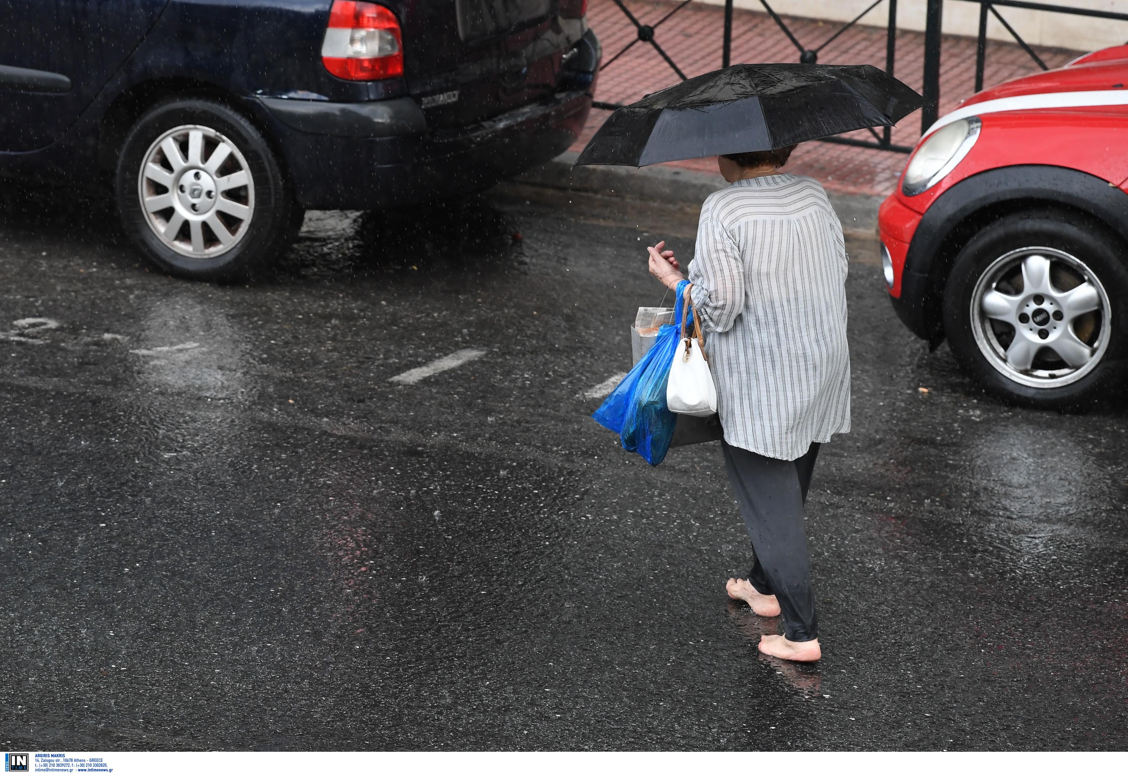 Καιρός σήμερα: Άλλοι στις παραλίες και άλλοι με ομπρέλες!