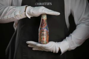 Σε δημοπρασία μπουκάλια κέτσαπ με τα τατουάζ του Εντ Σίραν