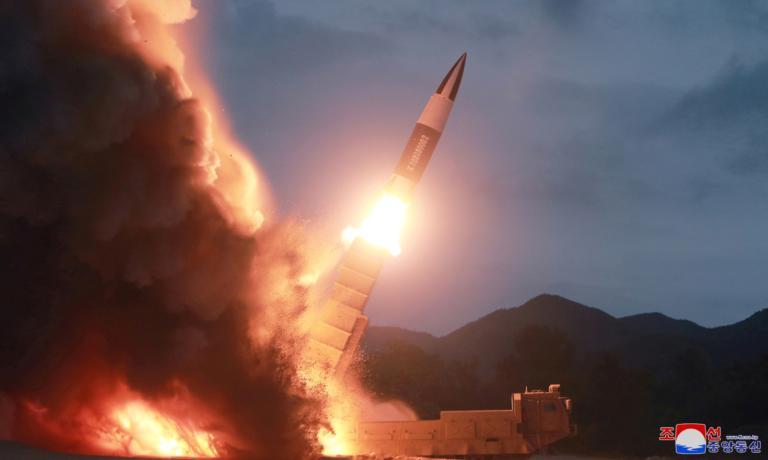 Βόρεια Κορέα: Δύο νέοι πύραυλοι… με αγάπη από τον Κιμ Γιονγκ Ουν!