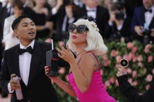 Η Lady Gaga χρηματοδοτεί αίθουσες διδασκαλίας