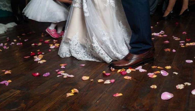 Λάρισα: Τους άνοιξαν τα αυτοκίνητα ενώ γλεντούσαν στο γάμο