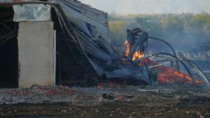 Στάχτη εργοστάσιο στη Λάρισα – Εικόνες απόλυτης καταστροφής [video]