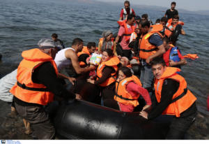 """""""Απόβαση"""" μεταναστών στη Λέσβο! Πάνω από 500 μετανάστες με 13 βάρκες κατέφθασαν στο νησί!"""