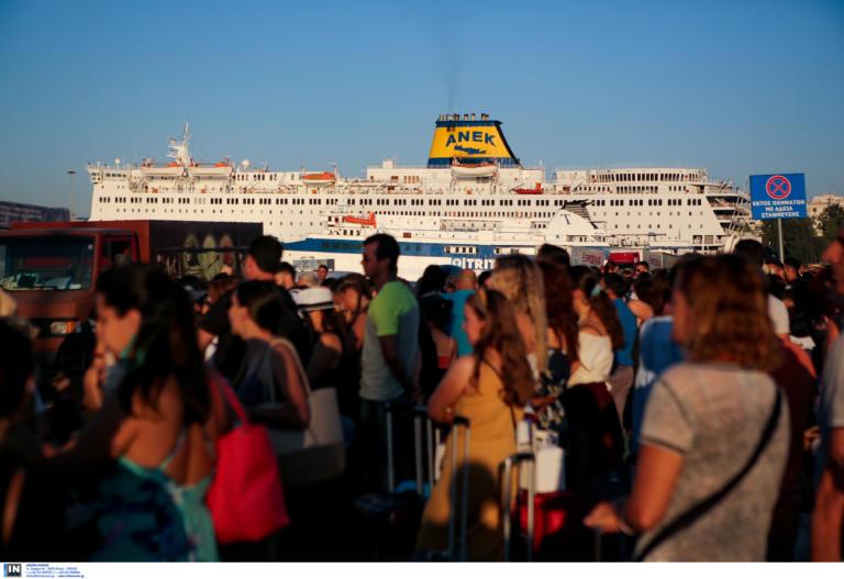 Σε ισχύ και σήμερα μέτρα για τη διευκόλυνση των εκδρομέων στα λιμάνια