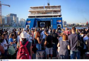 Αυξημένη η κίνηση στα λιμάνια λόγω της εξόδου των εκδρομέων
