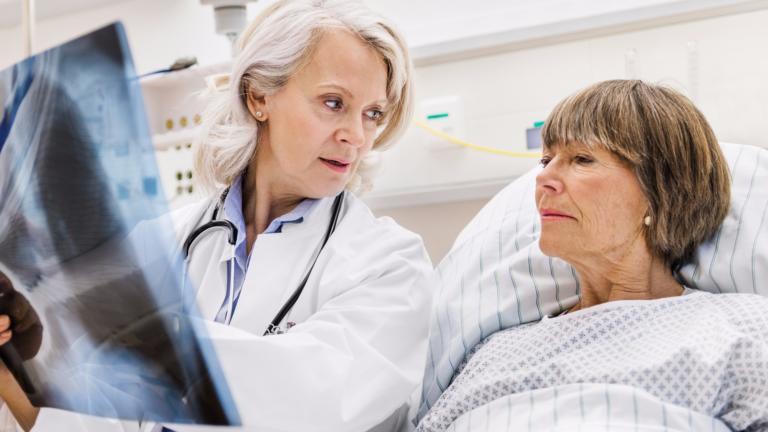 Τι συμπτώματα είχαν ασθενείς με καρκίνο του πνεύμονα, που όμως, δεν κάπνιζαν – Μαρτυρίες