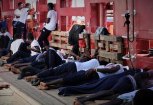 Μάλτα: Αποβιβάστηκαν οι 356 μετανάστες του Ocean Viking