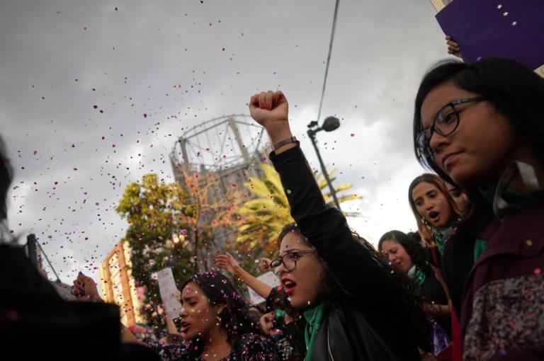 Μεξικό: Χιλιάδες γυναίκες διαδήλωσαν μετά τις καταγγελίες για βιασμούς εφήβων κοριτσιών από αστυνομικούς