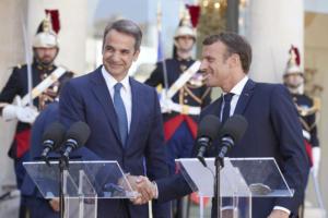 Μητσοτάκης: Η χώρα μπαίνει σε τροχιά ανάπτυξης – Οι κοινές δηλώσεις με τον Εμανουέλ Μακρόν