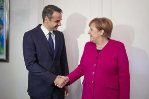 """Ηandelsblatt: """"Ο Μητσοτάκης πάει στο Βερολίνο ζητώντας περισσότερη ελευθερία κινήσεων"""""""