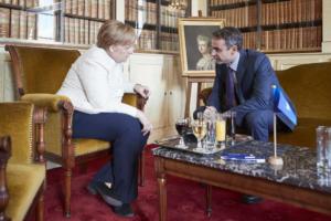 """Μητσοτάκης: Η """"θετική αντίφαση"""" στο Βερολίνο και η… στα σχοινιά Μέρκελ!"""