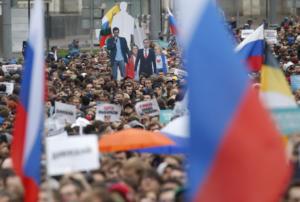 Ρωσία: Χιλιάδες πολίτες στους δρόμους για ελεύθερες εκλογές στη Μόσχα
