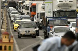 Διακοπή κυκλοφορίας στην λεωφόρο Κορωπίου λόγω τροχαίου