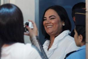 """""""Τσέπωνε"""" λεφτά για τα φτωχά παιδιά η πρώην πρώτη κυρία της Ονδούρας!"""