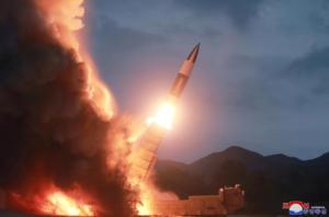 """Δυο βλήματα """"άγνωστου τύπου"""" εκτόξευσε η Βόρεια Κορέα"""